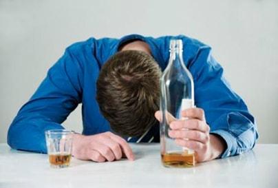 alkogolnoe-otravlenie-chto-delat